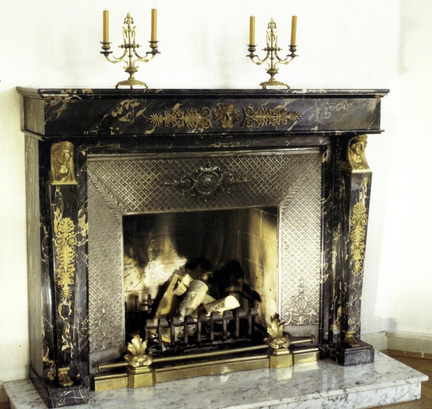 kamin im stil empire portoro marmor ph kamine. Black Bedroom Furniture Sets. Home Design Ideas